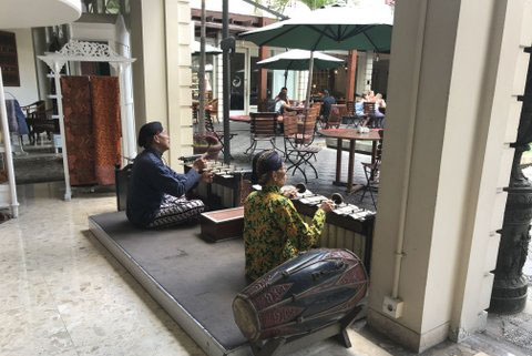 Small gamelan ensemble at a hotel lobby